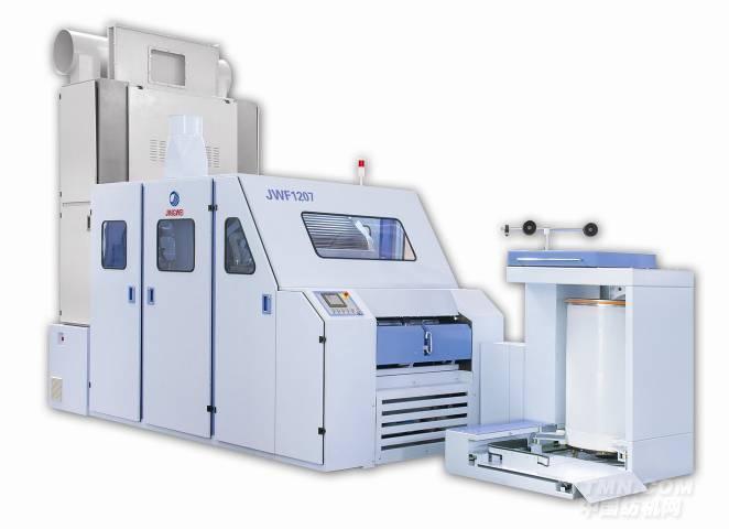 公司名称:青岛宏大纺织机械有限责任公司  JWF1207梳棉机 JWF1207梳棉机高产高效的代表之作 JWF1207梳棉机是青岛宏大以高产高效为理念潜心研发的最新一代高产梳棉机,产量更高、性能更加稳定。这得益于高新科技材料的广泛应用和梳棉机核心部位——梳理区的重大调整。产量可达100公斤/小时,出条速度达到300米/分。随着配台数的减少,在用地、用工、能耗方面大大节约投资成本。   高产高效的保障及措施: ·60年梳棉机研发经验; ·12万台梳棉机生
